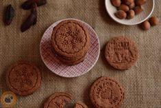 Karácsonyi kekszek sütipecséttel Edible Gifts, Biscotti, Christmas Diy, Cookies, Desserts, Food, Gift Ideas, Crack Crackers, Tailgate Desserts