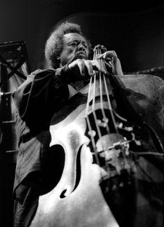 Charles Mingus Jr. fue una gran influencia del jazz americano contrabajista, compositor y director de orquesta.