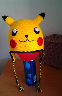 Free crochet Pikachu hat pattern on ravelry. Crochet Kids Hats, Crochet Beanie, Crochet Animals, Crochet Crafts, Crochet Baby, Crochet Projects, Free Crochet, Crocheted Hats, Crochet Poncho