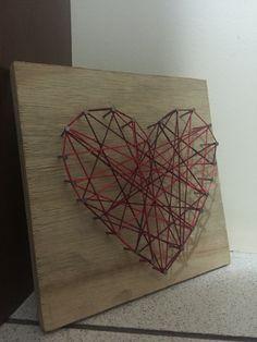 Quadro com fundo de madeira, no formato de coração ❤️ 20x20cm