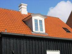 Sadeltagskvist | Skab mere lys i dit hjem | Quattro Tagkviste Ensuite Room, Garage Doors, Roof Window, Mansions, House Styles, Outdoor Decor, Windows, Home Decor, Decoration Home