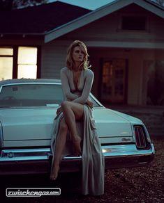 January Jones posiert auf einem Cadillac © Vogue Italy #JanuaryJones #Cadillac #zwischengas #classiccar #classiccars #oldtimer #auto #car #cars #vintage #retro