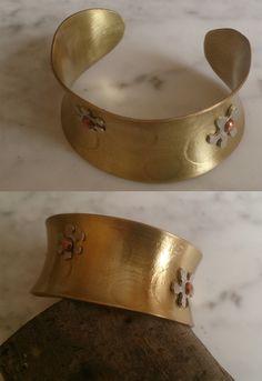 De latón, adornos de plata Cuff Bracelets, Jewelry, Fashion, Ornaments, Bangle Bracelets, Moda, Jewlery, Jewerly, Fashion Styles