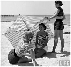 fashion-models-on-beach-nina-leen-1950-5.jpg (1300×1243)
