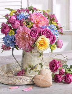 Flowers Gift Bouquet Floral Arrangements Beautiful Ideas For 2019 Beautiful Flower Arrangements, Colorful Flowers, Spring Flowers, Floral Arrangements, Beautiful Flowers, Deco Floral, Floral Design, Ikebana, Flower Art
