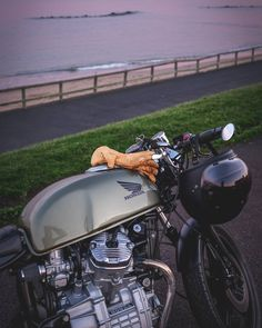 Número Uno Nena . . #Honda #cx500 #caferacer #motorbike #vtwin #motorcycle #drivetastefully #FujifilmXT10 #FujiPhotography #vintagebikes #oldbikes #hondacx500 #caferacersofinstagram #hondabikes #caferacersscotland #sunsetphotography #sunsetsnap #sunsetsandsilhouettes #GetOutAndTakePhotos #Wanderlust #instagood #getoutdoors #photooftheday