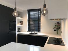 Glass Kitchen Cabinets, Handleless Kitchen, Happy New Home, Kitchen Rules, Scandinavian Interior Design, Küchen Design, Modern Kitchen Design, Small Apartments, Kitchen Interior