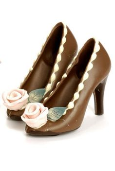 Chocolate shoes ... MAN!, it would have been nice to have the mold they used to make these.