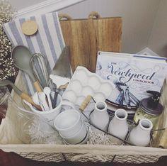 Shower themed diy wedding gift basket idea boda a diy wedding gift basket solutioingenieria Gallery