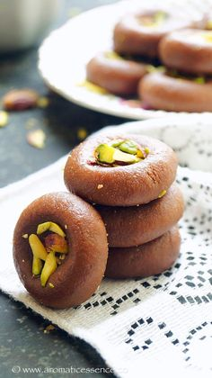 Step-by-step recipe with pictures to make chocolate peda with milk mawa powder. How to make chocolate mawa peda. Vegetarian Chocolate, Delicious Chocolate, Chocolate Flavors, Milk Recipes, Sweets Recipes, Easy Birthday Desserts, Peda Recipe, Bithday Cake, Indian Sweets