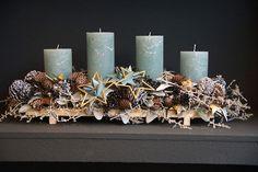 40 Adorable DIY Christmas Craft Ideas Simple and stunning christmas DIY decorati. Christmas Advent Wreath, Christmas Candle Decorations, Advent Candles, Christmas Arrangements, Christmas Candles, Christmas Home, Advent Wreaths, Pillar Candles, Blog Deco