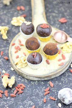 Raw chocolate truffles recipe | The Rawtarian