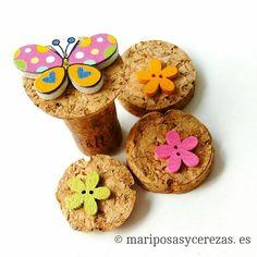 Costura Creativa & Botones ⚛ Detalles especiales y únicos hechos con el ♥ Info y pedidos 📩⬇ yolanda@mariposasycerezas.es Instagram, Cherries, Buttons, Facts, Creativity, Wood, Dressmaking