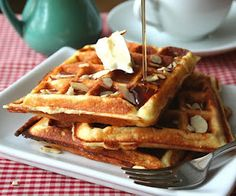 ooh- ooh... Something to make with the almond flour in my pantry!!  Almond Flour Yogurt Waffles (Low Carb and Gluten Free)