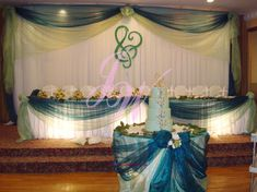 #Blue #wedding #decoration loive the way this table is decorated really nice it enchances the cake