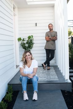 Block's Bec & George renovate first home with stunning results - The Interiors Addict Exterior Makeover, Door Makeover, Weatherboard House, Front Verandah, 1950s House, Kitchens And Bedrooms, Facade House, First Home, Home Renovation