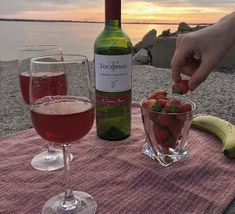 wine picnic in the rez Korean Aesthetic, Summer Aesthetic, Aesthetic Food, Alcohol Aesthetic, Aesthetic Vintage, Aesthetic Photo, Comida Picnic, In Vino Veritas, Summer Vibes