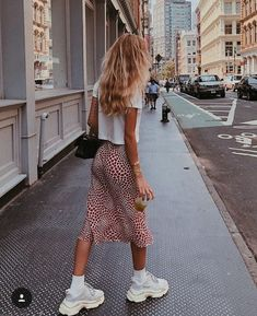 Summer Street Style Looks to Copy Now Sommer Streetstyle Mode / Fashion Week Fast Fashion, Fashion Week, New York Fashion, Look Fashion, Womens Fashion, Fashion Trends, Fashion Bloggers, Retro Fashion, Fashion Tips