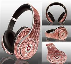 Beats headphones by Dre. These have Swarovski crystals! Would kill to have these! <3
