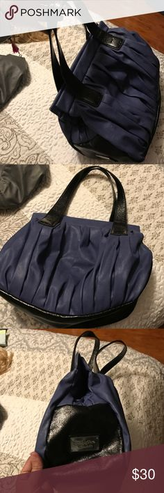 Blue black Vera wang leather handbag See pics or feel free to ask questions Simply Vera Vera Wang Accessories Key & Card Holders
