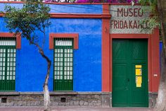 frida kahlo's house in coyoacan