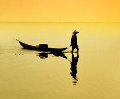 jtaimejadore: Hue, Vietnam (by phanthoailinh) Vietnam Tours, Vietnam Flag, Hanoi Vietnam, Vietnam Travel, Beautiful Vietnam, Foto Art, Perfect World, Shades Of Yellow, Belle Photo