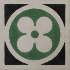 """Riproduzione di pavimenti storici in pastina di cemento comunemente chiamati """"Cementine"""". La nostra azienda rispetta le più antiche tradizioni per la produzione di pavimenti in cemento, sempre nel rispetto dell'ambiente, ed essendo una lavorazione totalmente artigianale e fatta a mano."""