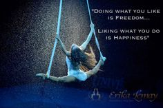 Flight Chill / Chall with Lisa Jayne am. A complete mind and body workout where yoga poses aren't too difficult to do because your body is supported by the swing. Aerial Acrobatics, Aerial Dance, Aerial Hoop, Aerial Arts, Aerial Silks, Pole Dance Moves, Pole Dancing Fitness, Pole Fitness, Circus Quotes