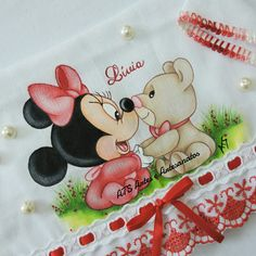 Minnie baby Brother Innovis, Mikey Mouse, Coloring Books, Diy And Crafts, Minnie Mouse, Disney Characters, Fictional Characters, Embroidery, Drawings
