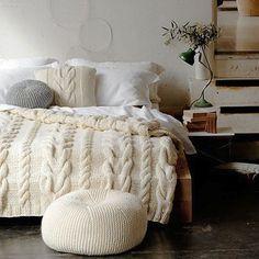 chunky knit blanket, knit pouf,