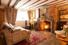 46 Cozy Fireplace Decor For Cottage Living Room interior English Living Rooms, Cottage Living Rooms, My Living Room, Living Room Interior, Cosy Living Room Warm, English Cottage Bedrooms, Cottage Lounge, English Cottage Style, Cozy Cottage