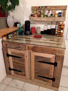 Recycled Pallets Ideas You possibly could create a wood home with old and used wood pallet. Woodworking becomes so easy after understanding about DIY Recycled Pallet Kitchen Furniture ideas. Pallet Home Decor, Diy Pallet Furniture, Diy Pallet Projects, Kitchen Furniture, Pallet Ideas, Furniture Ideas, Furniture Nyc, Furniture Online, Wood Ideas