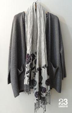 Chaqueta de punto amplia de Cashmere y chal de lana en #23CB en Lagasca 83. www.facebook.com/23CBCristinaBarrilero