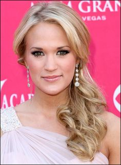 Pictures of Carrie Underwood Low Side Ponytail Hairstyle. Get hairstyles ideas and inspiration with Carrie Underwood Low Side Ponytail Hairstyle. Party Hairstyles For Long Hair, Side Ponytail Hairstyles, Homecoming Hairstyles, My Hairstyle, Pretty Hairstyles, Wedding Hairstyles, Wet Hairstyles, Ponytail Styles, Dress Hairstyles