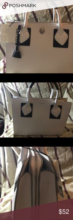 Anne klein white bag Do not miss opporttunity of wearing  this elegant and beautiful bag. Ideal for any occassion. Anne Klein Bags Shoulder Bags