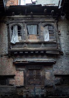 "Day eighteen | Dia divuit  ""old newar house"" | ' vella vivenda newari '  Patan. September 2013.  © Photography Àlex Reig 2014"