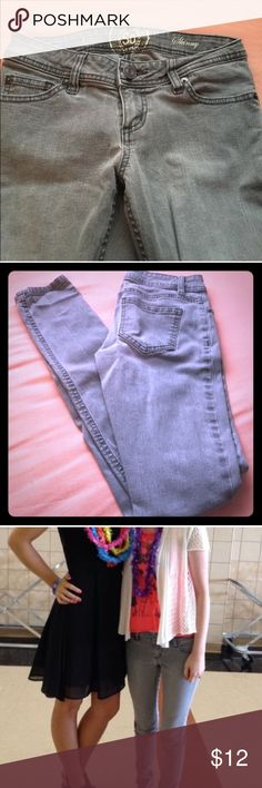 Gray Skinny Jeans Used but in good condition. PLEASE READ THE ENTIRE DESCRIPTION BEFORE PURCHASING! 🚫 NO TRADES. NO HOLDS. NO MERC@RI 🚫📩 I only respond to offers made through the offer button 📩  🙋🏼Questions? Just ask! Serious inquiries only please. EVERYTHING MUST GO!! 💁🏼 SO Jeans Skinny