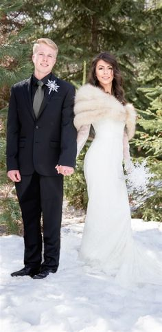 Love this Winter Wonderland Wedding! #WinterWeddings More