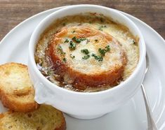 Oven-Baked Onion Soup: In this weather, who wouldn't want a big bowl of tasty soup? Onion soup to be specific. Crockpot French Onion Soup, Onion Soup Recipes, Crock Pot Recipes, Cooking Recipes, Aga Recipes, Baked Onions, Oven Baked, Soup And Salad, Favorite Recipes