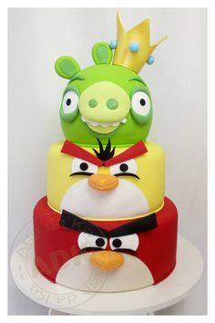 Angry Birds Cake by Arte da Ka Torta Angry Birds, Cumpleaños Angry Birds, Angry Birds Birthday Cake, Bird Birthday Parties, Birthday Cakes, Birthday Ideas, Fondant Cakes, Cupcake Cakes, Decors Pate A Sucre