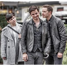 vfxsup: Just about to start rolling cameras ... out of the blue Josh just leans over and starts sniffing Colin's neck! I wonder what Ginnifer is 💭 😂 #neveradullmoment #ouat #onceuponatime #bts #randomthingsonset #goodtimes
