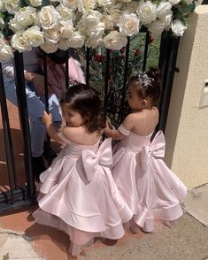 """Mi piace"": 1,384, commenti: 20 - L U X U R Y Flowergirl Dresses (@vintagerosebyhannahaj) su Instagram: ""Is your heart melting or what!!! Adorable flower girls in custom @vintagerosebyhannahaj…"""