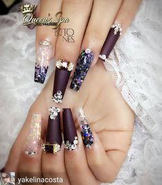 Opting for bright colours or intricate nail art isn't a must anymore. This year, nude nail designs are becoming a trend. Here are some nude nail designs. Glam Nails, Hot Nails, Fancy Nails, Bling Nails, Glitter Nails, Hair And Nails, Glitter Eyeshadow, Fabulous Nails, Perfect Nails