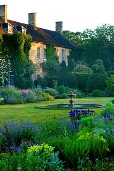 The Most Beautiful French Gardens: Beautiful French Cottage Garden Design Ideas French Cottage Garden, French Country House, Country Life, French Garden Ideas, Cottage Garden Design, Country Garden Ideas, Country Living Uk, Modern Country, Cottage Style
