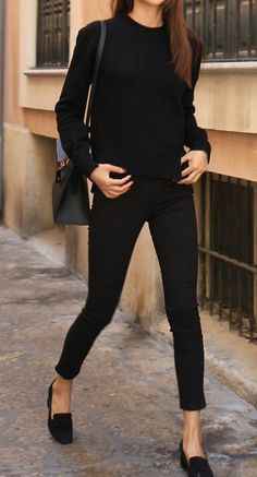 Minimal trends | Fall all-black outfit http://spotpopfashion.com/x14d