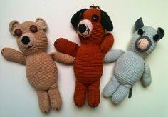 Urso, cão e rato de crochê