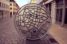 Skulptur in der Innenstadt Stadtplan von #Freiberg  #diewocheaufinstagram #ausflug #momentaufnahme #altstadt #detailverliebt
