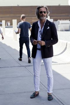 35 Outfit Ideas for Men Over 40 #Style http://seasonoutfit.com/2018/01/01/35-outfit-ideas-for-men-over-40/