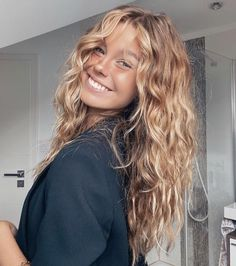 Messy Hairstyles, Pretty Hairstyles, Long Curly Haircuts, Summer Hairstyles, Hair Inspo, Hair Inspiration, Pelo Natural, Aesthetic Hair, Hair Day