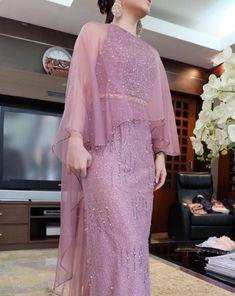 42 trendy Ideas for dress brokat modern anak Dress Brokat Modern, Kebaya Modern Dress, Hijab Evening Dress, Hijab Dress Party, Lace Evening Dresses, Gaun Dress, Dress Pesta, Modest Dresses, Casual Dresses